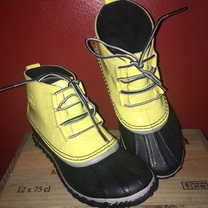 NWOT Sorel Out N About Pull on Boots Yellow - Sz 7